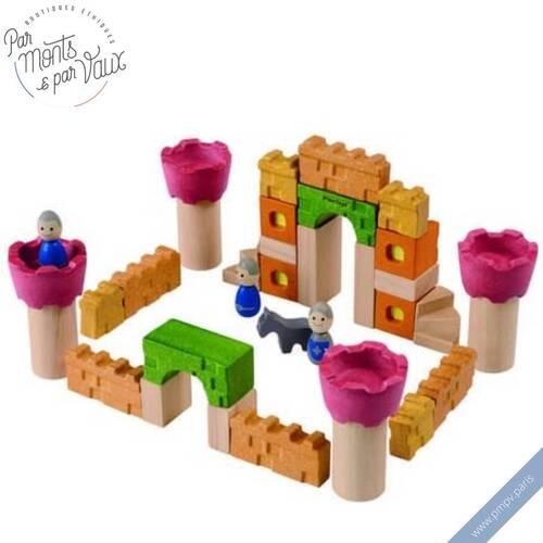 Favorisez l'imagination de vos enfants avec le château féerique 🧚♀️ ou de chevaliers 🏰 à construire.   35 pièces en bois d'hévea colorées ou naturelles de la Green company Plan toys qui met un point d'honneur à utiliser un maximum d'énergies renouvelables.   Voilà comment faire plaisir à ses enfants tout en restant écoresponsable !   Plus d'informations sur notre e-shop 👉🏻 https://www.pmpv.paris  #pmpv#pmpvparis#jouet#jeux#enfant#enfance#jeuxdeconstruction#imagination#plantoys#ecoresponsable#jouetenbois#hevea#chateau#chevalier#fee#cadeau#cadeaudenoel#commerceresponsable#eshop#conceptstore#boulognebillancourt#ideecadeau#noel